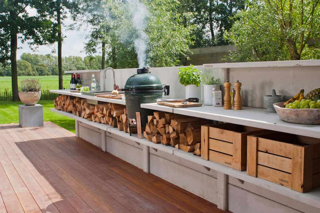 Unsheltered Outdoor kitchen